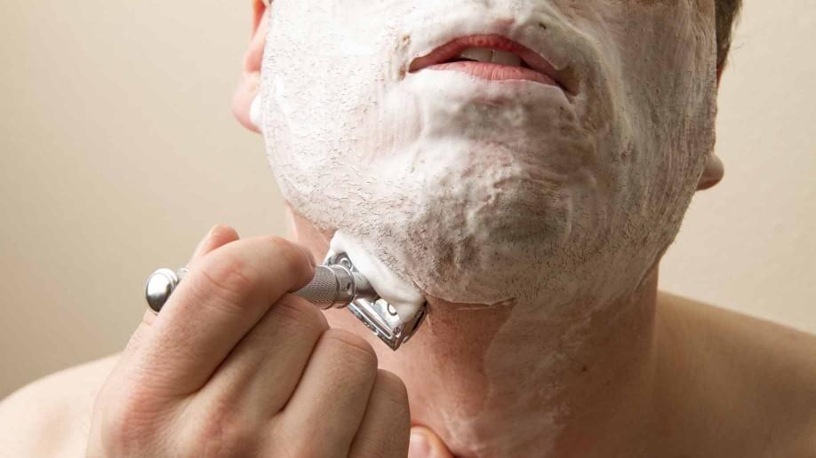electric shaver vs razor - razor shaving